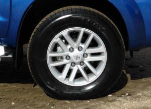 toyota-hilux-sr5-2014-wheel