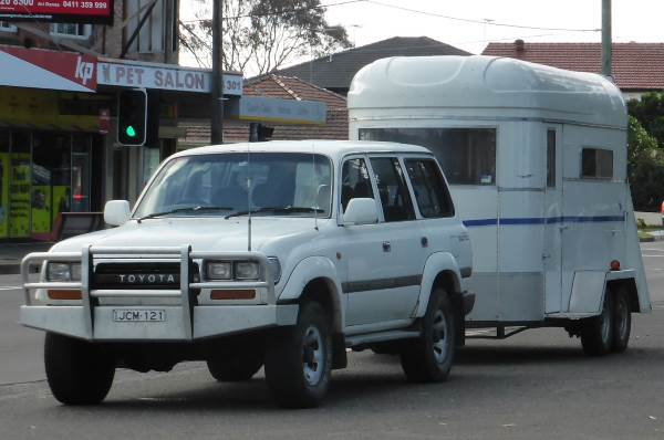 SUV-with-horse-float-tandem-axle-trailer