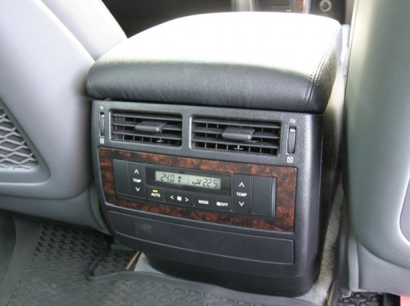 Toyota Land Cruiser 200 VX Ltd rear aircon