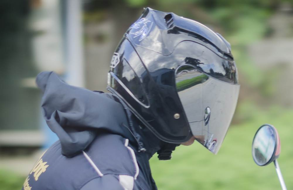 Motorcycle helmet with reflective visor